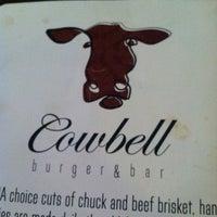 รูปภาพถ่ายที่ Cowbell Burger & Bar โดย Torrie S. เมื่อ 5/18/2013