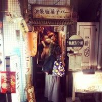 4/13/2013にこーたが池袋駄菓子バーで撮った写真