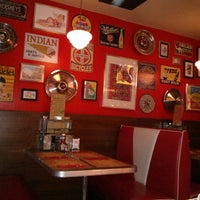 Foto tirada no(a) Bernie's Diner por Estherix em 6/8/2013
