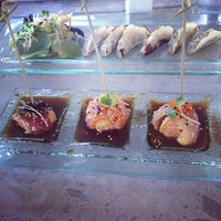 Foto scattata a Amici Sushi da Manny R. il 7/14/2013