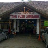 Photo prise au Tahu Susu Lembang par Dina d. le8/2/2014