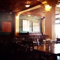 Foto tirada no(a) Ma Rouge Coffee House por Cinnamon B. em 3/7/2015