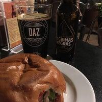 Foto tirada no(a) Duke's Burgers & Beer por Blanca L. em 9/10/2018
