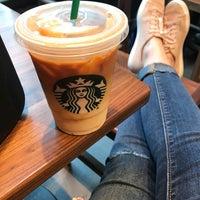 Das Foto wurde bei Starbucks von Ashley Q. am 8/16/2018 aufgenommen