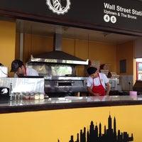Foto tomada en New York Pizza por Cristian M. el 6/14/2014