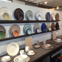 5/26/2013 tarihinde Maika M.ziyaretçi tarafından Heath Ceramics'de çekilen fotoğraf