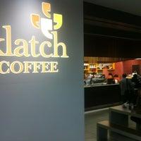 Foto scattata a Klatch Coffee da Todd G. il 1/18/2013