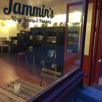 12/16/2014에 Jammin's Vinyl Records & Café님이 Jammin's Vinyl Records & Café에서 찍은 사진