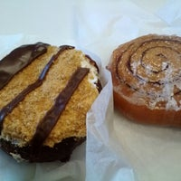 Das Foto wurde bei Sweetwater's Donut Mill von Angela M. am 3/31/2013 aufgenommen