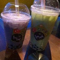 Снимок сделан в Tea Leaf Cafe пользователем erica b. 10/19/2012