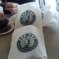 Das Foto wurde bei Top Pot Doughnuts von Robin S. am 1/6/2013 aufgenommen