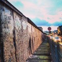 Das Foto wurde bei Baudenkmal Berliner Mauer von Ricardo R. am 1/31/2013 aufgenommen