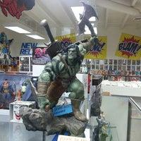 Das Foto wurde bei Pop Culture Paradise Comics von DarkBry am 6/14/2013 aufgenommen