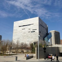 Foto tirada no(a) Perot Museum of Nature and Science por TexasTwittHR em 3/16/2013