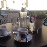 Das Foto wurde bei Cafe Latte Bar von Massimiliano B. am 8/28/2015 aufgenommen