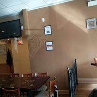 Das Foto wurde bei Tano's Pizzeria von ker c. am 3/16/2019 aufgenommen