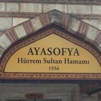 Photo prise au Ayasofya Hürrem Sultan Hamamı par YAWUZ le3/13/2013