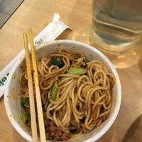 Foto tirada no(a) Happy Eating: Big Bang Noodles por Angela T. em 5/6/2018