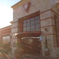 Foto scattata a BJ's Restaurant & Brewhouse da Ryan B. il 10/13/2012