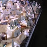 Foto tomada en Antonelli's Cheese Shop por Dario M. el 4/21/2013