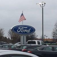 Foto tomada en Capital Ford por lisa m. el 12/28/2014