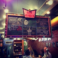 10/6/2012 tarihinde Michael L.ziyaretçi tarafından Amy's Ice Creams'de çekilen fotoğraf