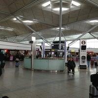 รูปภาพถ่ายที่ London Stansted Airport (STN) โดย Petrit d. เมื่อ 5/23/2013