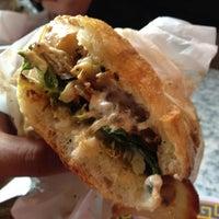 10/19/2012 tarihinde Justin M.ziyaretçi tarafından Paseo Caribbean Food'de çekilen fotoğraf