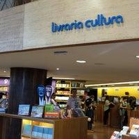 Foto tirada no(a) Livraria Cultura por Rodrigo P. em 7/5/2013