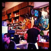 Foto scattata a Pizzeria Delfina da Ron G. il 12/3/2012