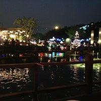 1/16/2013 tarihinde Supaluck S.ziyaretçi tarafından Waterside Resort Restaurant'de çekilen fotoğraf