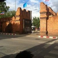 Foto scattata a Tha Phae Gate da Alex K. il 8/16/2013