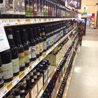 10/12/2013 tarihinde Casey W.ziyaretçi tarafından Binny's Beverage Depot'de çekilen fotoğraf