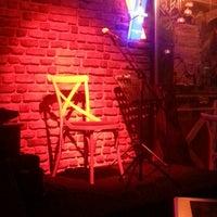 12/10/2013 tarihinde Cagri K.ziyaretçi tarafından Blackboard Cafe & Bar'de çekilen fotoğraf