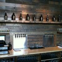 รูปภาพถ่ายที่ Cellarmaker Brewing Company โดย Keane L. เมื่อ 10/10/2013