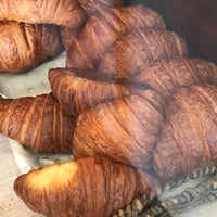 Foto diambil di Levain Bakery oleh Gonçal B. pada 9/4/2017