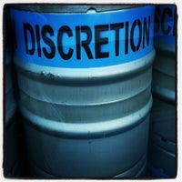 รูปภาพถ่ายที่ Discretion Brewing โดย katherine c. เมื่อ 6/16/2013