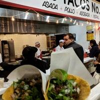 รูปภาพถ่ายที่ Los Tacos No. 1 โดย Jaber M. เมื่อ 11/5/2018