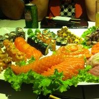 Foto tirada no(a) Kurokawa Sushi Bar por Cris B. em 7/6/2013