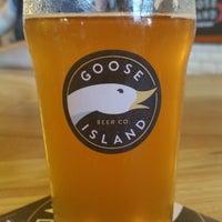 Das Foto wurde bei Goose Island Beer Co. von Wes S. am 7/24/2015 aufgenommen