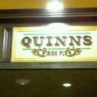 Foto scattata a Quinn's Irish Pub da Andrew M. il 1/7/2013