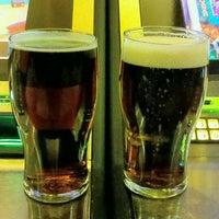 Foto scattata a Quinn's Irish Pub da Andrew M. il 5/27/2013