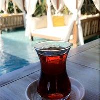 Das Foto wurde bei Köşe Konak Alaçatı von Zeynep Ş. am 8/5/2018 aufgenommen