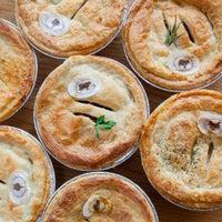 12/30/2014 tarihinde Fork-In Aussie Pie Kitchen, Santa Monicaziyaretçi tarafından Fork-In Aussie Pie Kitchen, Santa Monica'de çekilen fotoğraf