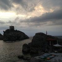 Foto diambil di İyot Restaurant oleh Bahar U. pada 6/30/2013
