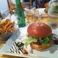 รูปภาพถ่ายที่ West Coast Burgers โดย Misstics เมื่อ 12/11/2012