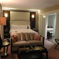 Foto diambil di Rosewood Hotel Georgia oleh BayZest.com pada 12/26/2012