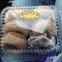 5/26/2013 tarihinde Brittanyziyaretçi tarafından Mighty-O Donuts'de çekilen fotoğraf