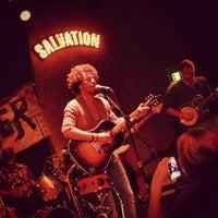 Das Foto wurde bei Bootleg Bar & Theater von Dave S. am 5/5/2013 aufgenommen