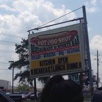 รูปภาพถ่ายที่ Hot Dog Shop โดย Hot Dog Shop เมื่อ 12/31/2014